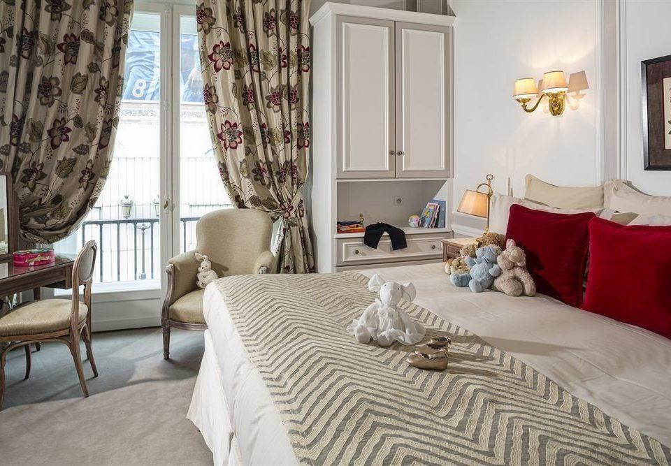 property Bedroom Suite cottage textile bed sheet curtain living room