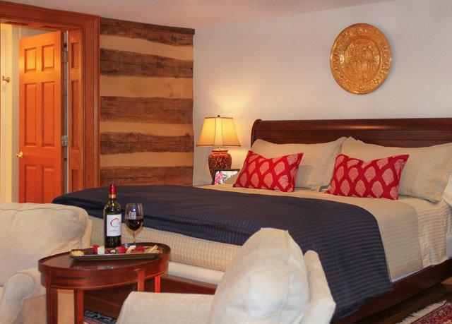 property Suite cottage Bedroom home living room bed sheet
