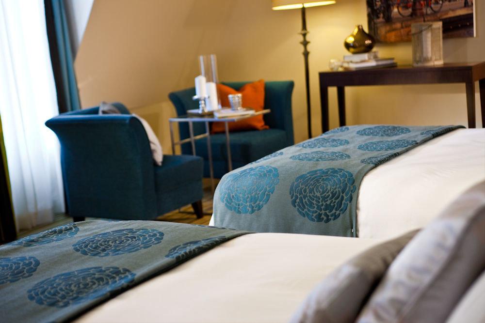 property home Suite cottage living room Bedroom bed sheet