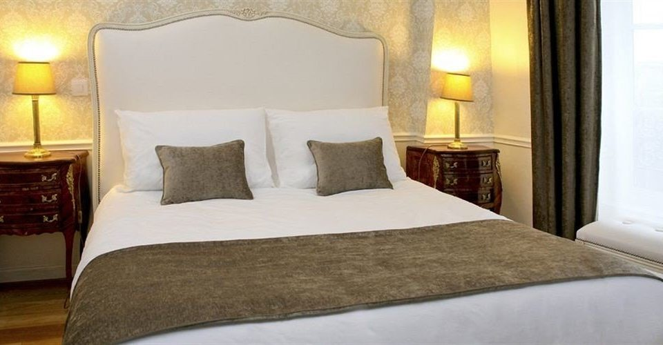 Bedroom property Suite pillow cottage night bed sheet