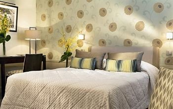 property Bedroom Suite bed sheet cottage painting