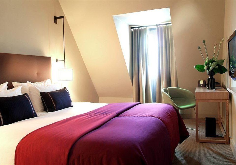 sofa property Bedroom red Suite cottage bed sheet lamp