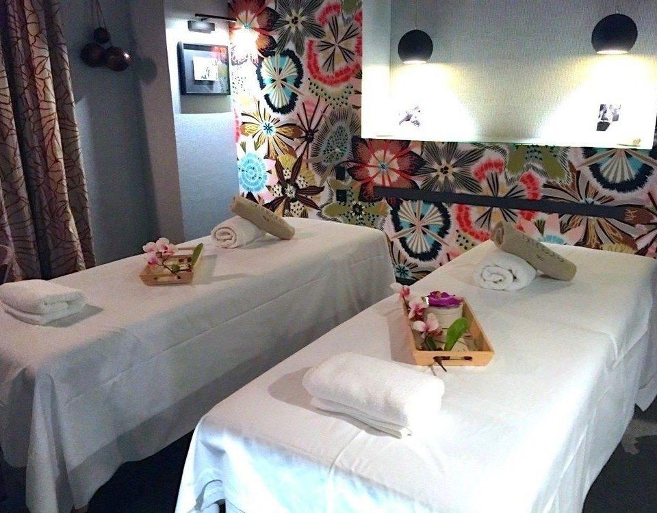 property cottage Bedroom bed sheet Suite