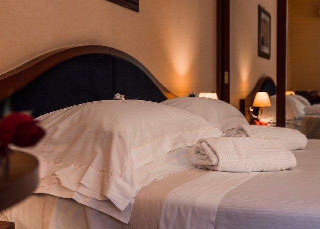 Bedroom Suite bed sheet cottage