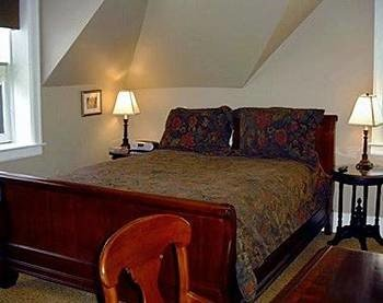 property cottage Suite Bedroom hardwood bed sheet