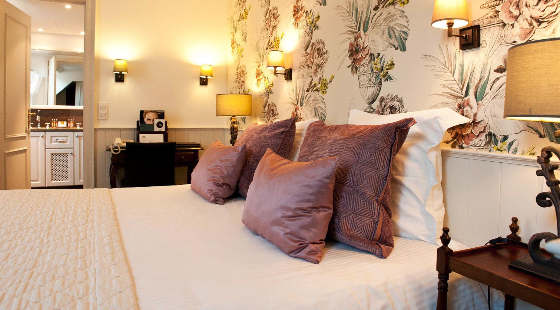 property Bedroom living room home Suite cottage bed sheet
