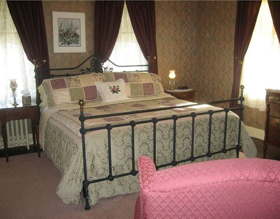 property Bedroom cottage Suite bed sheet living room