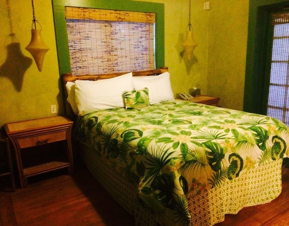 green Bedroom property bed sheet cottage Suite pillow painting