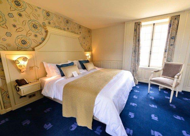 Bedroom property Suite cottage bed sheet lamp
