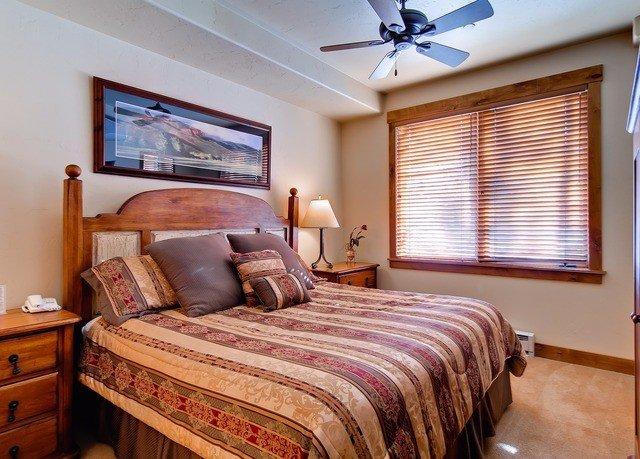 Bedroom property Suite cottage home bed sheet living room