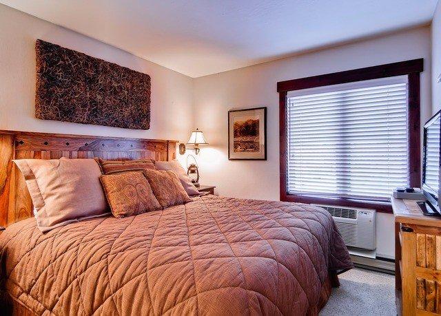 Bedroom property Suite home hardwood cottage living room bed sheet