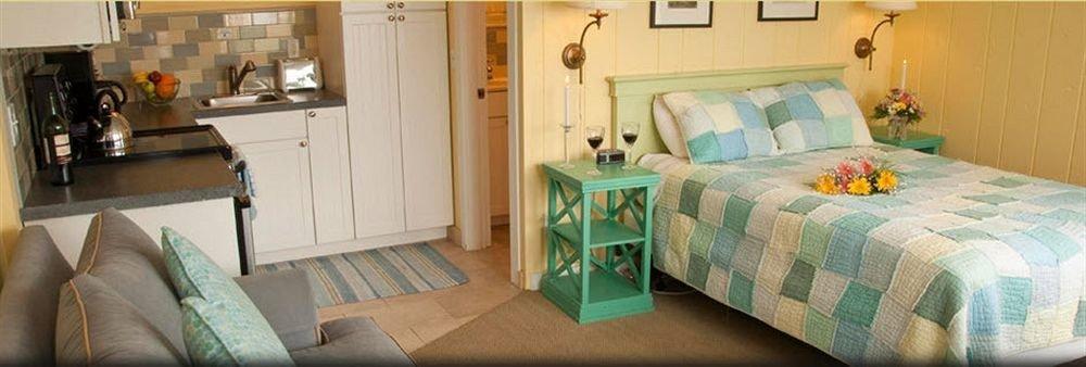 property cottage Bedroom home living room green Suite bed sheet