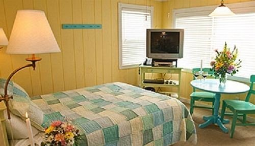 property green cottage Suite home Bedroom living room bed sheet