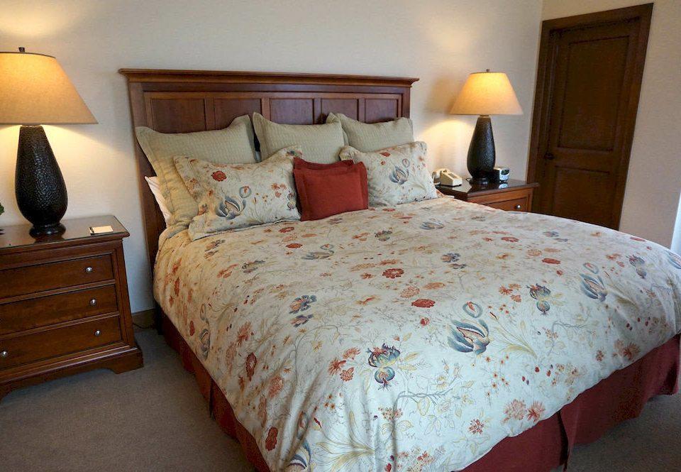 Bedroom cottage Suite bed sheet duvet cover lamp