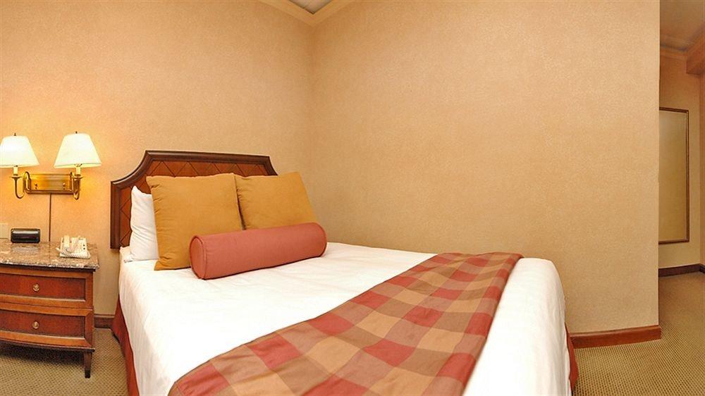 property Suite Bedroom cottage bed sheet orange