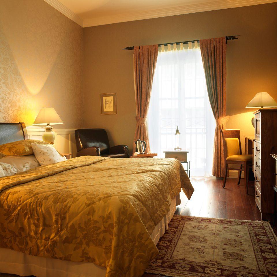 Bedroom property Suite hardwood cottage lamp bed sheet