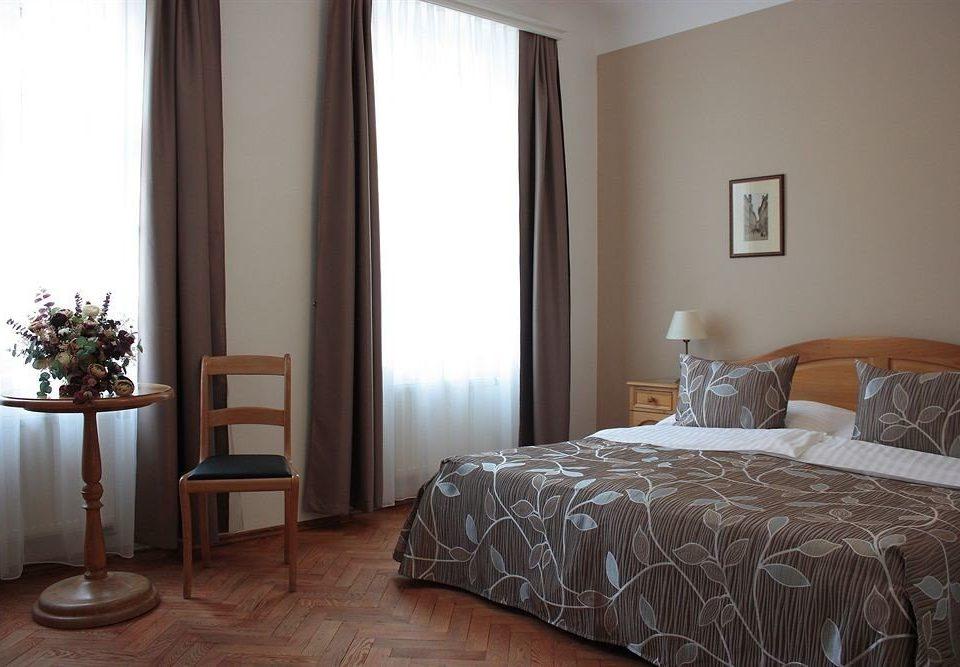 Bedroom property scene Suite hardwood cottage bed sheet