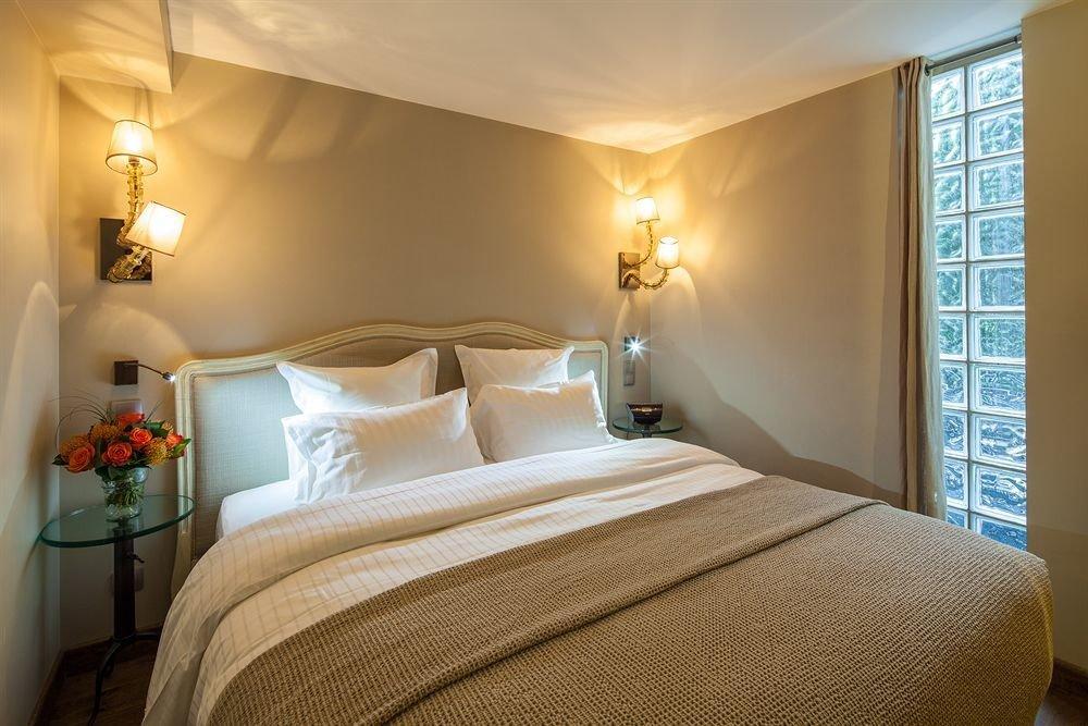 Bedroom property Suite scene cottage bed sheet lamp night