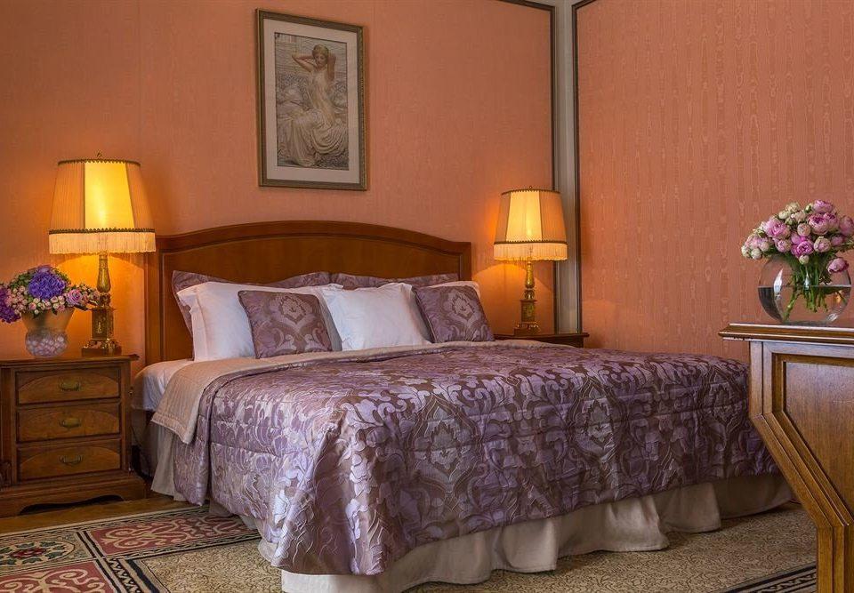 Bedroom property yellow Suite cottage hardwood bed sheet night lamp