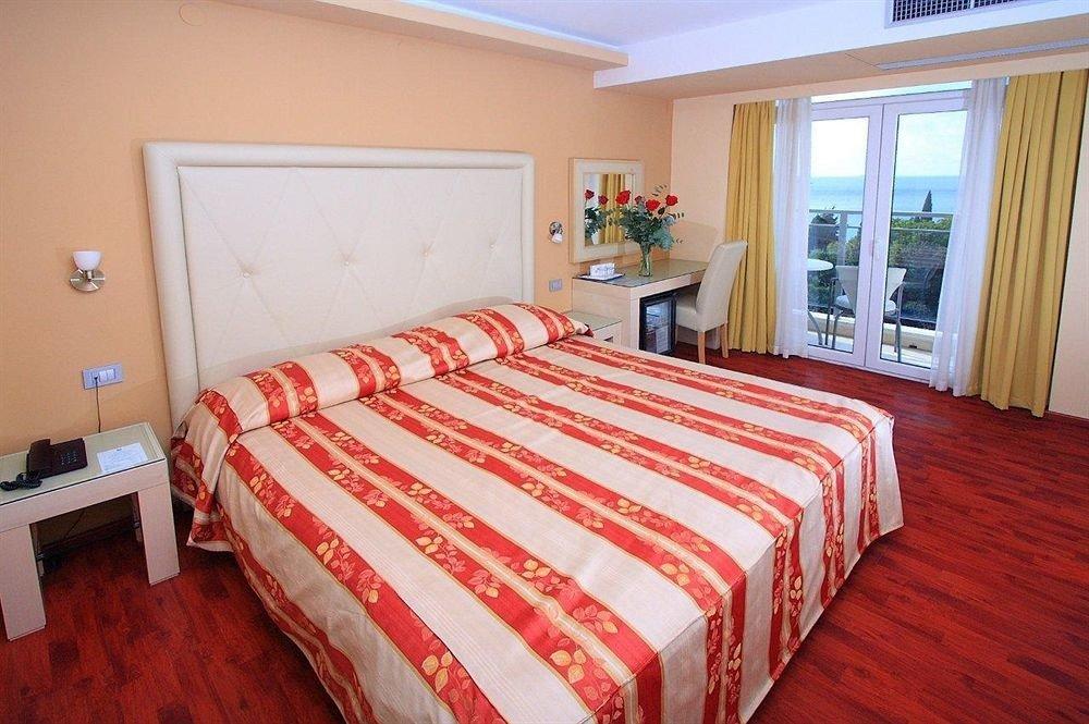 Bedroom red property cottage Suite bed sheet