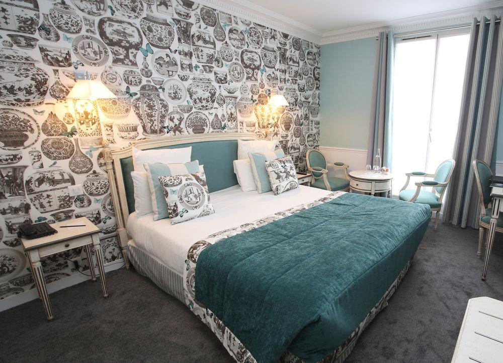 Bedroom property living room cottage bed sheet Suite lamp