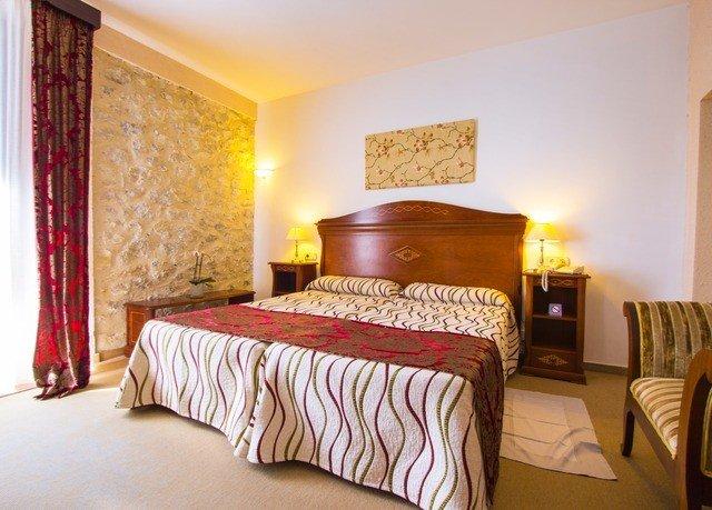 Bedroom property scene Suite cottage bed sheet