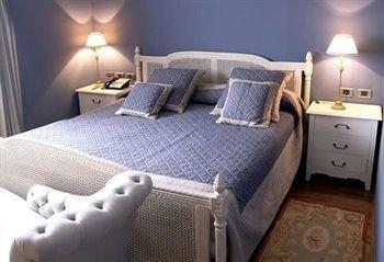 property Bedroom cottage Suite bed sheet vehicle lamp
