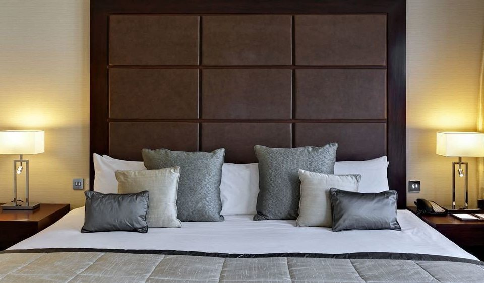 property Bedroom living room Suite bed sheet cottage lamp tan