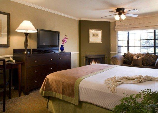 property Bedroom Suite home cottage bed sheet lamp flat