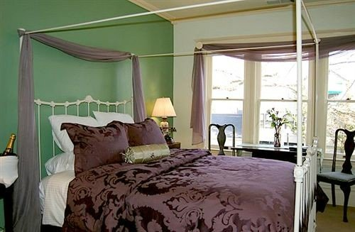 property green Bedroom cottage bed sheet Suite