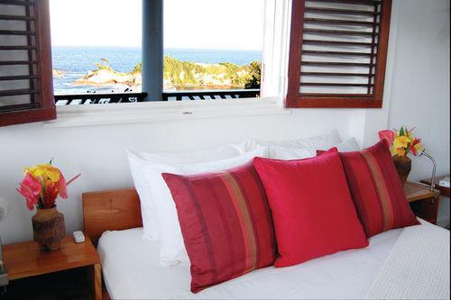 red property Suite Bedroom cottage bed sheet home living room orange