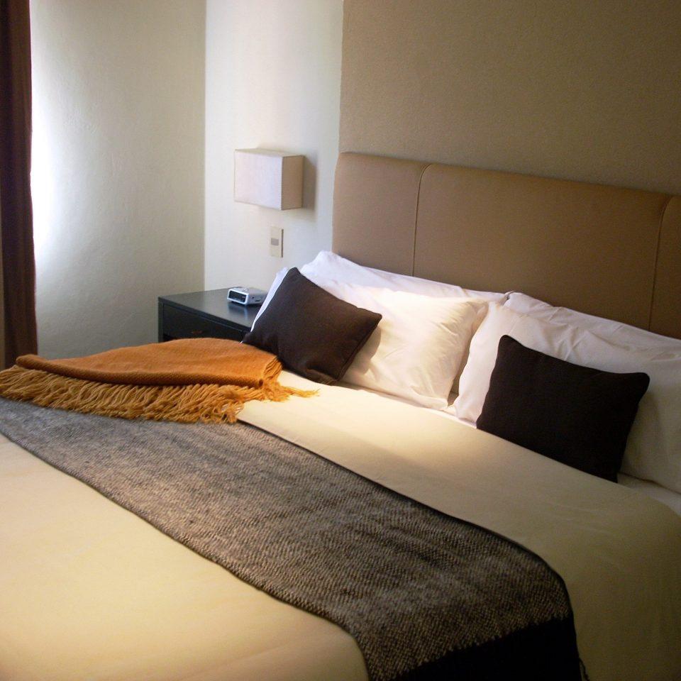 Bedroom property Suite cottage bed sheet night