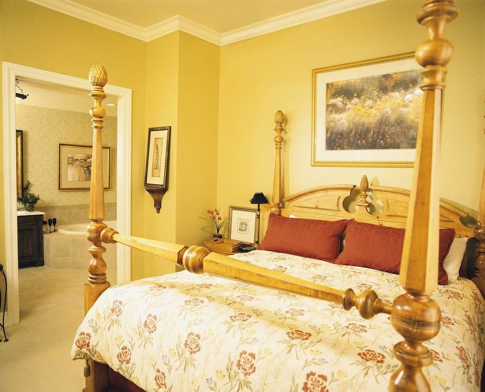 property Bedroom yellow cottage Suite bed sheet