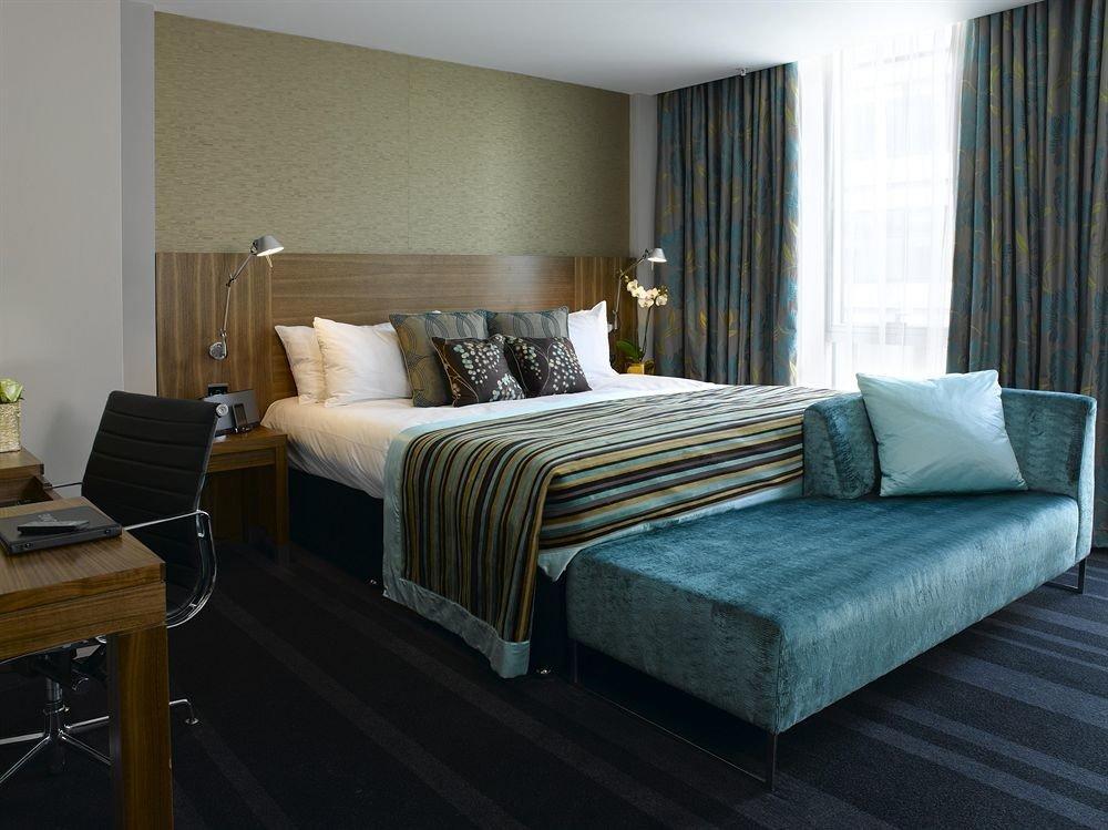 Bedroom property Suite living room home cottage bed sheet
