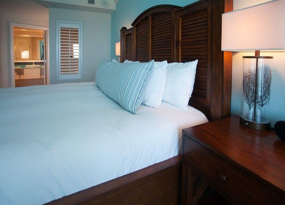property Bedroom pillow Suite cottage hardwood bed sheet lamp