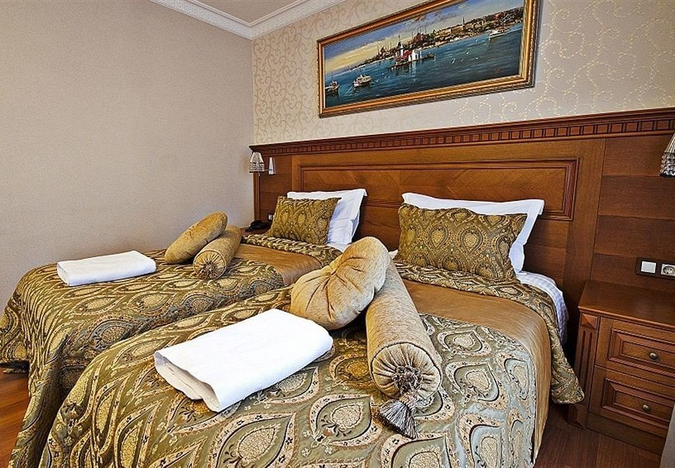 sofa Bedroom property cottage Suite home hardwood pillow bed sheet tan