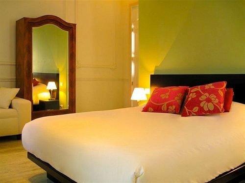 property Bedroom Suite cottage bed sheet lamp