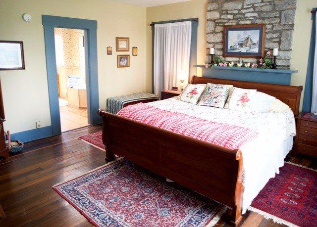 Bedroom property rug cottage hardwood Suite wooden bed sheet hard