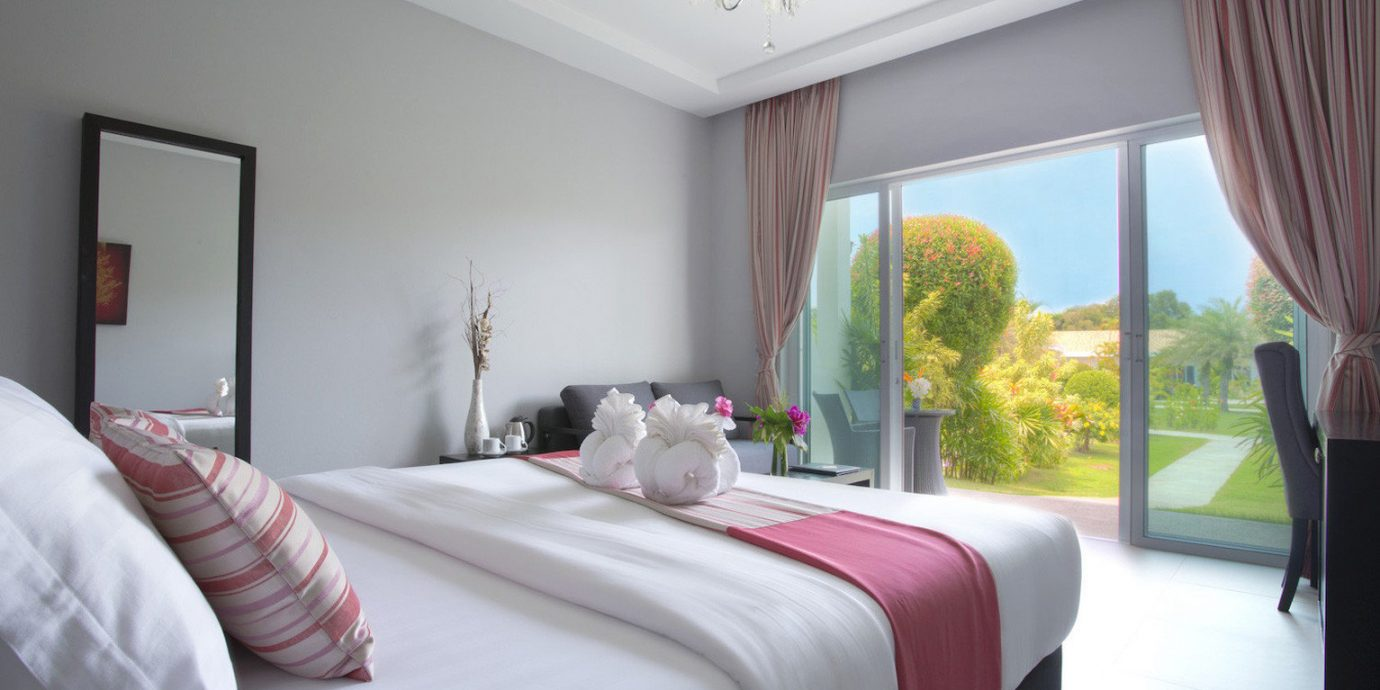 Bedroom property Suite bed sheet cottage flat