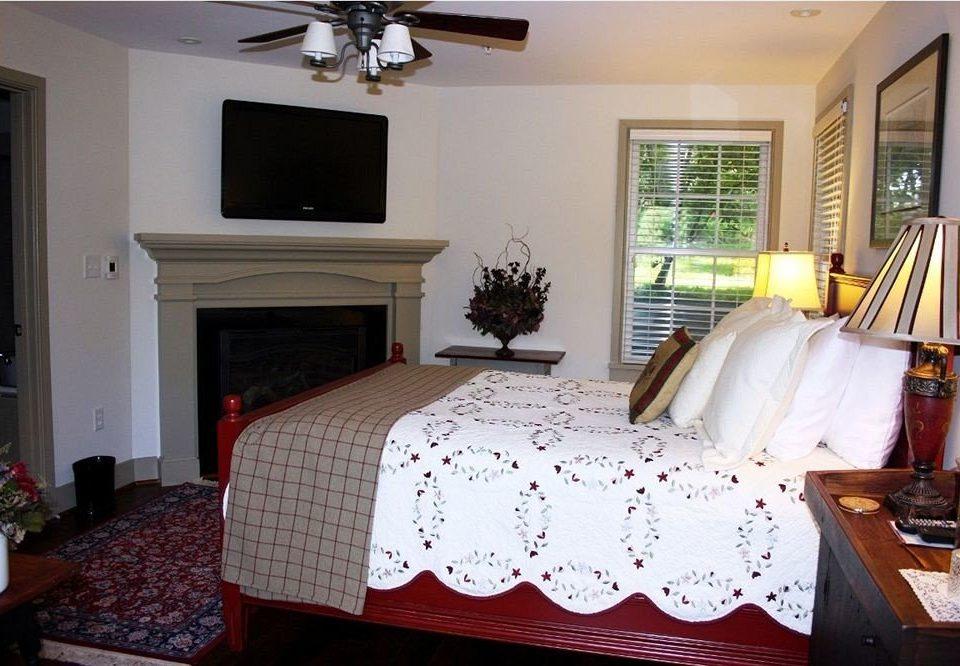Bedroom property home living room cottage bed sheet pillow Suite flat
