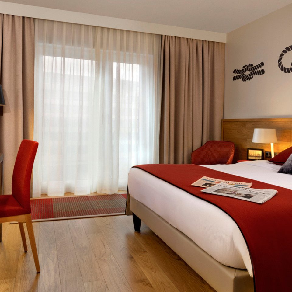 sofa red property Suite Bedroom cottage bed sheet