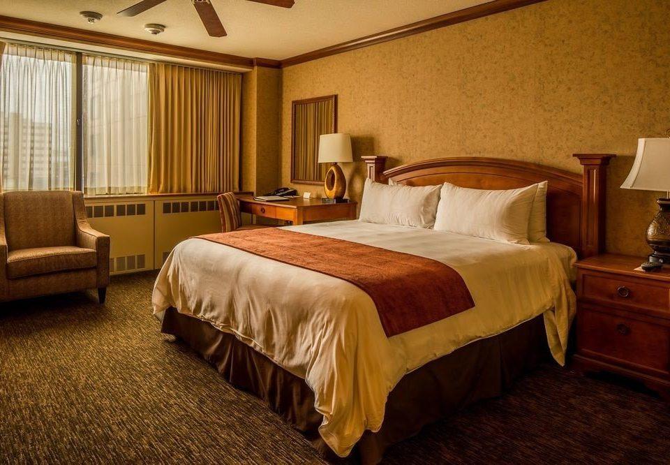 Bedroom property Suite desk hardwood cottage double bed sheet lamp night