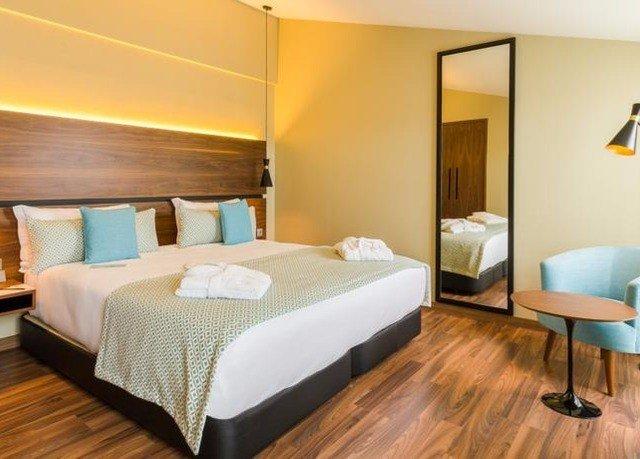 property Suite Bedroom cottage bed sheet hard