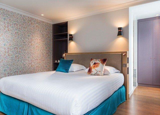 property Bedroom Suite scene cottage bed sheet