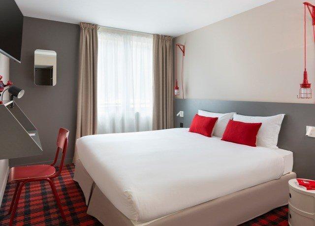 sofa property Suite red Bedroom cottage bed sheet
