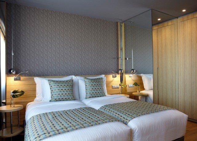 Bedroom property Suite lamp bed sheet cottage
