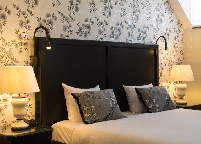sofa property living room Suite Bedroom pillow bed sheet wallpaper lamp