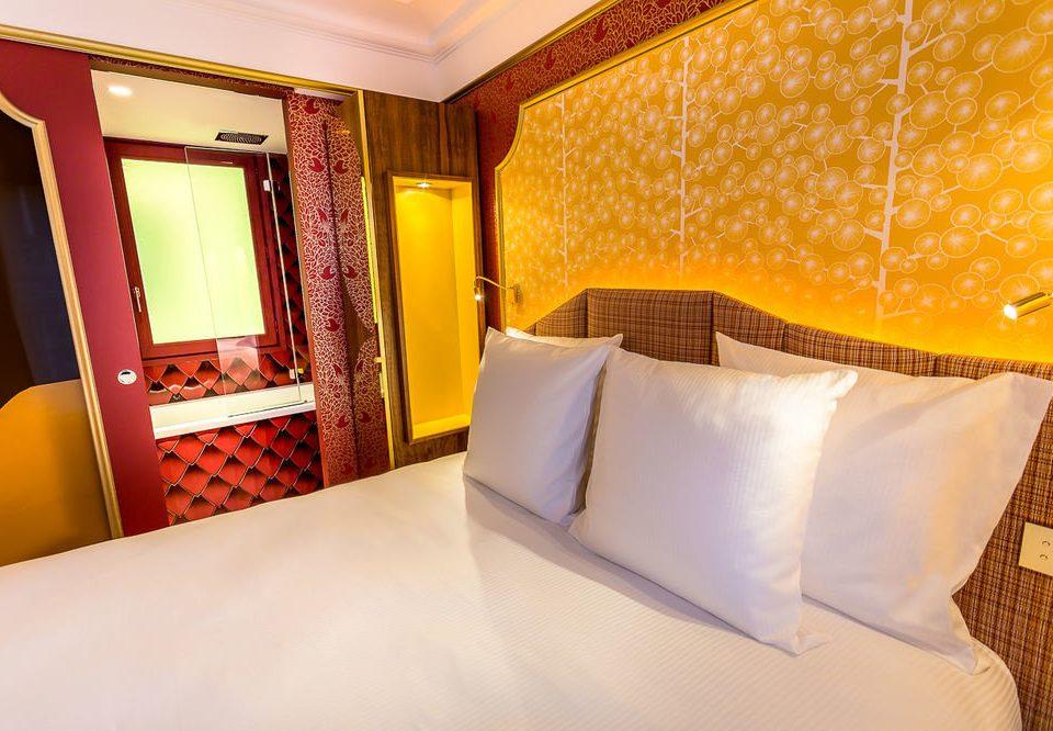 Suite Bedroom bed sheet orange