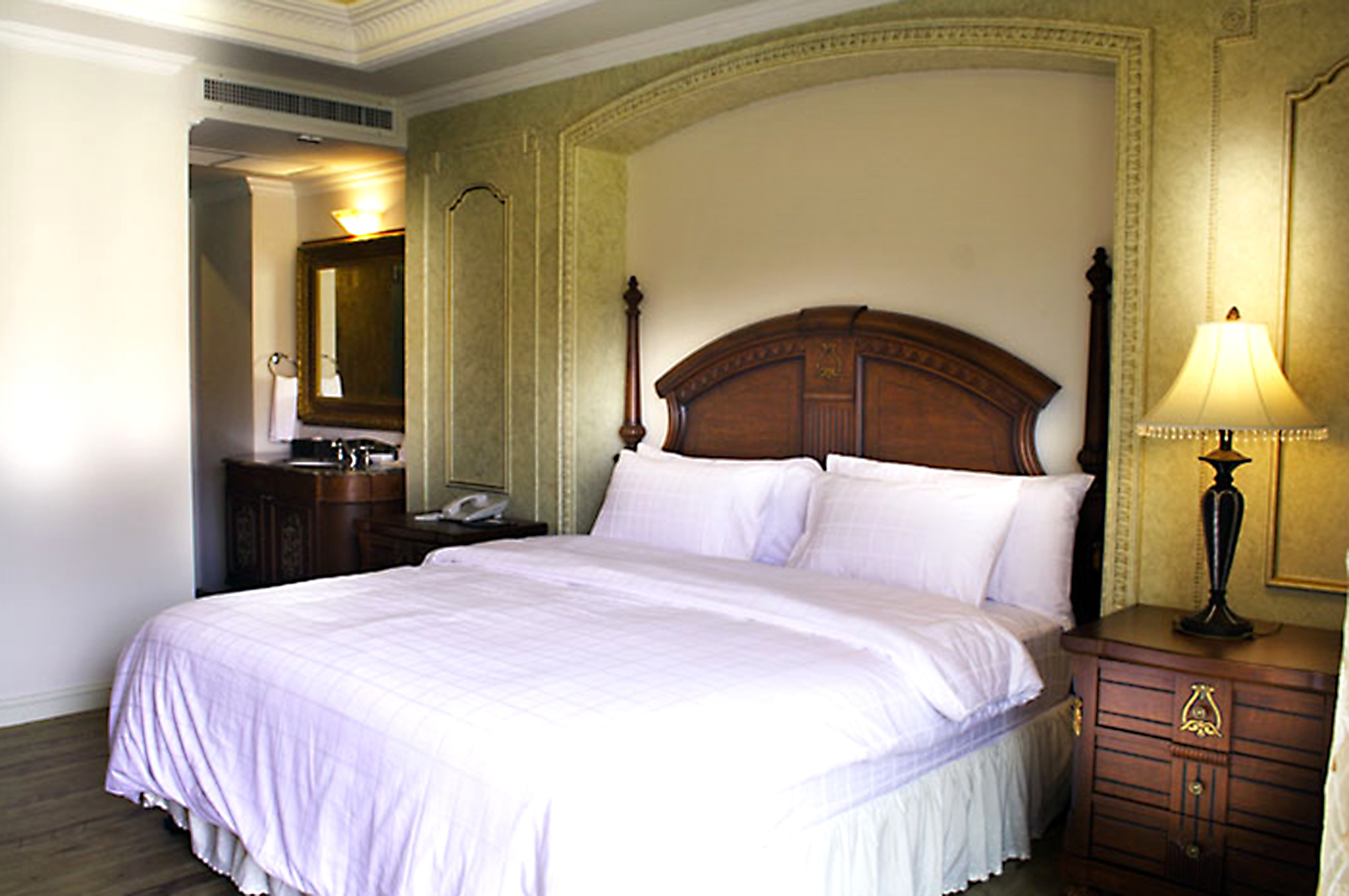 Bedroom property Suite cottage big night