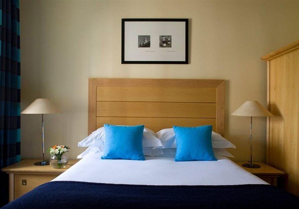 blue property Bedroom Suite cottage pillow lamp